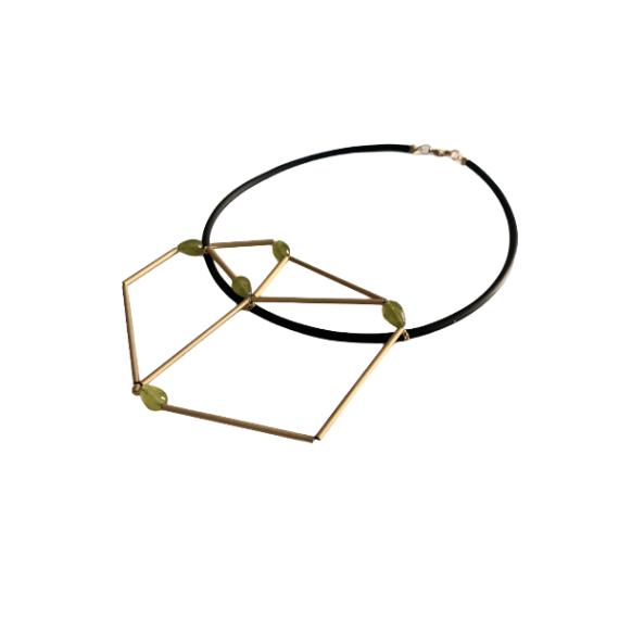 Collana geometrica con pietre dure