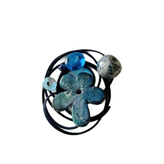 Kit collana con fiore ceramica azzurro oceano e alcantara