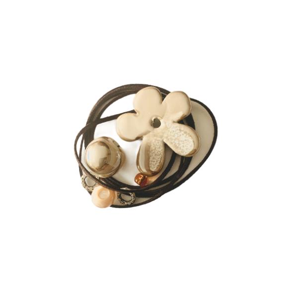 Kit collana con fiore ceramica caffèlatte e alcantara